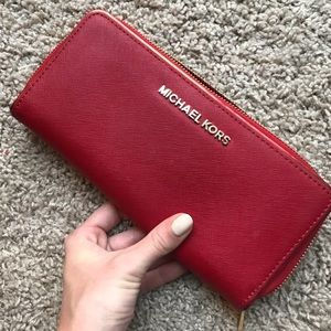 Micheal Kors Wallet *perfect condition*